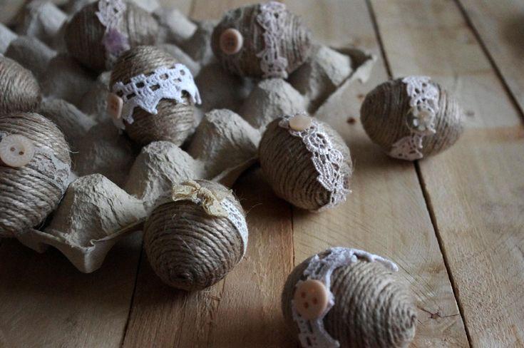 """Vintage vajíčka - Tato """"vintage"""" vajíčka jsou obalena provázkem a ozdobena stužkami a knoflíky.  ( DIY, Hobby, Crafts, Homemade, Handmade, Creative, Ideas, Handy hands)"""