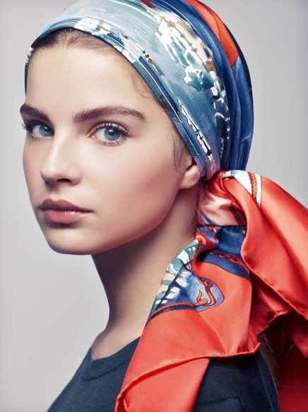 how to wear a head scarf in a car