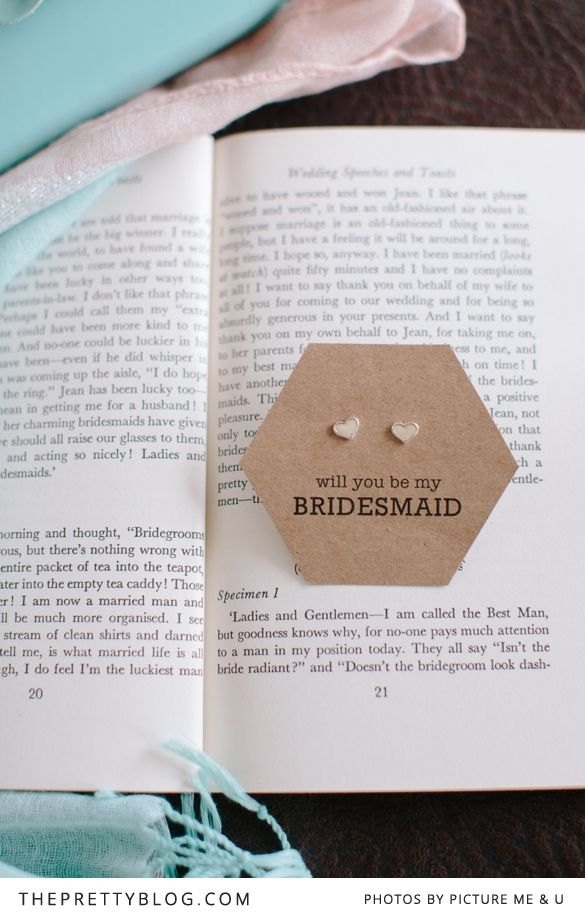 Will you be my bridesmaid? | FREE printable earrings tag | Photographer: Picture me&u, Design: Mstudios
