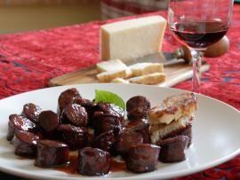 Χειμωνιάτικα λουκάνικα με σάλτσα κόκκινου κρασιού - και κάστανα | TasteFULL