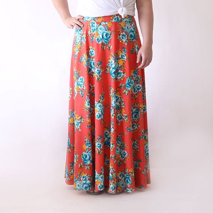 Learn how to sew a flattering, full maxi skirt with this easy to follow sewing tutorial. How to make a women's maxi skirt.
