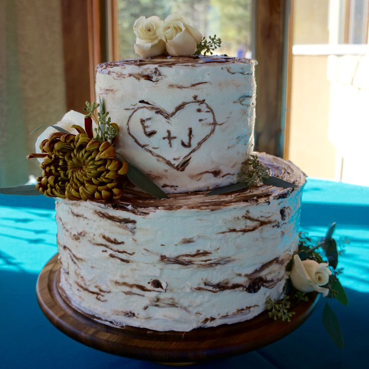 Top wedding cake trends for 2017... Rustic Birch Tree Cake