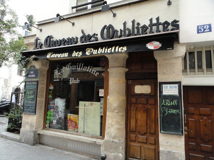 Caveau des Oubliettes: o bar da guilhotina
