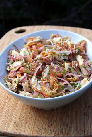 Salada de frango desfiado com molho de coentro