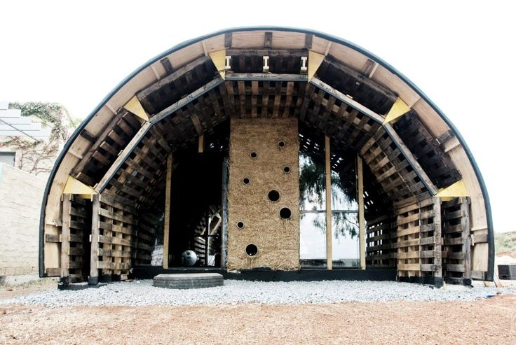 Great website. House built from shipping pallets. Domed or rectangular.