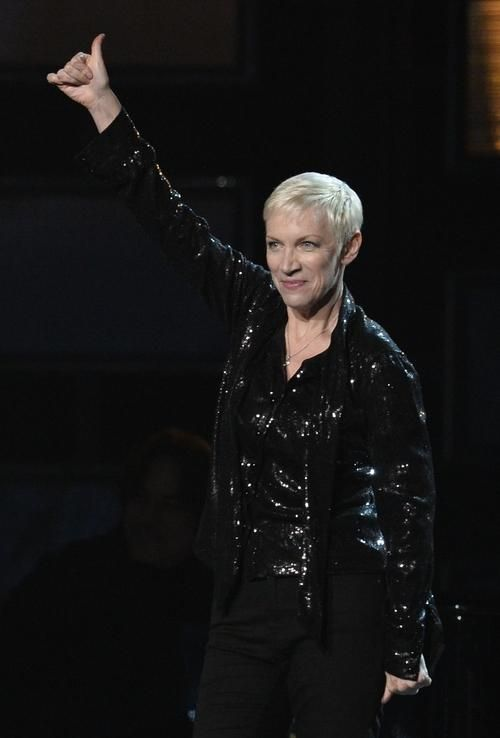 While some stars at the 57th Annual Grammy Awards are relying on outrageous wigs, purple hair, amped-up smoky eyes, major cleavage, and some serious Botox—60-year-old Annie Lennox doesn't need anything extra to stand out.