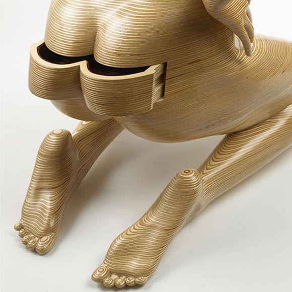 Мастер и художник по обработке дерева Peter Rolfe в своей последней коллекции представил скульптуры в форме мужского и женского тела. Сделанные из березового шпона в форме обнаженных тел, они наполнены многофункциональными ящиками. Да, обнаженное тело может вдохновить и на создание мебели.