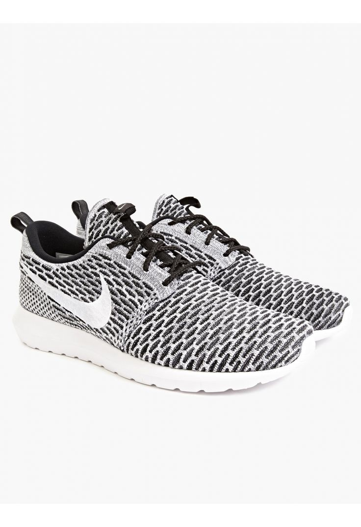 Men's Flyknit Roshe Run Sneakers in gray textured effect