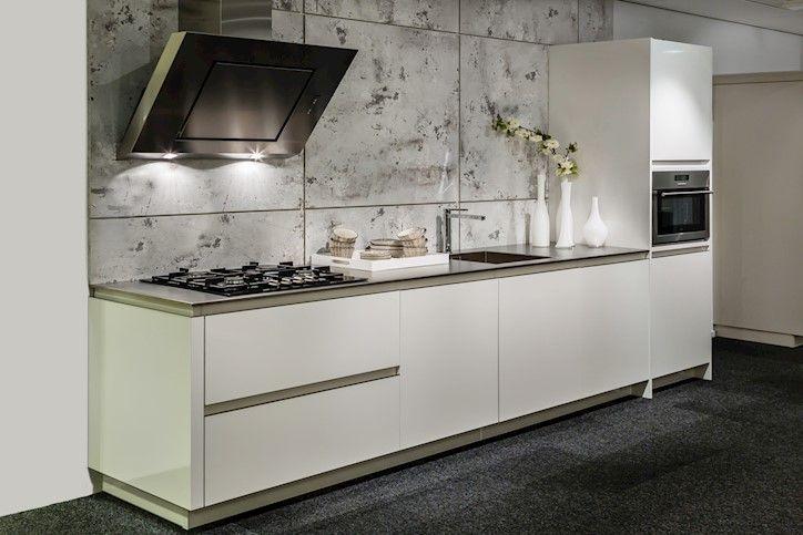 Moderne keuken in rechte opstelling