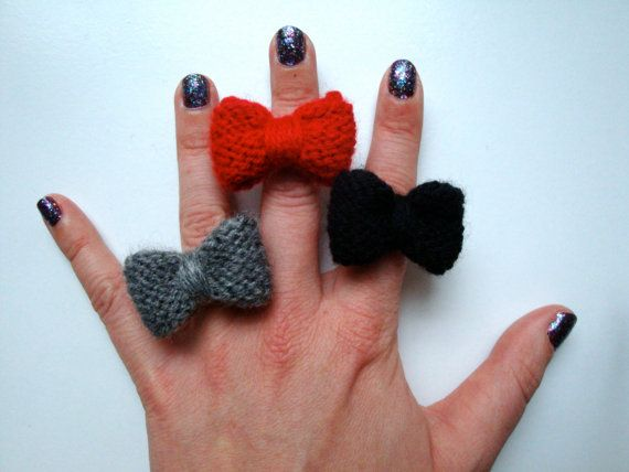 Knitted Mabel Bow // Red / Grey / Black by hellobettybow on Etsy, £3.00