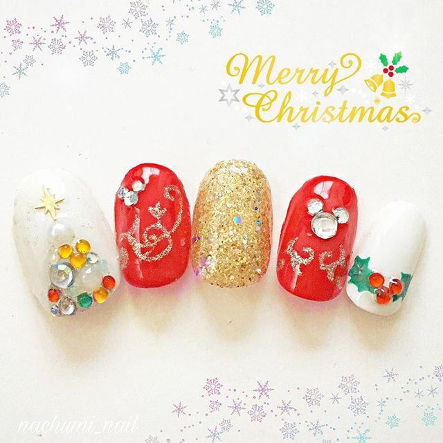 クリスマスネイル❄🎄 まだ少し早い気もしますが、街はクリスマス1色でとても幸せな気持ちになります✨  #selfnail #disneynail #disney#christmas #christmasnails  #セルフネイル#ディズニー#ディズニーネイル#クリスマス#クリスマスネイル #セルフネイル部#ネイルサークル