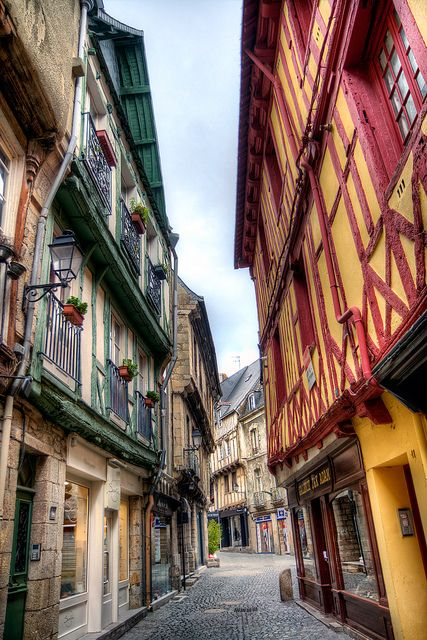 Vannes, vieilles maisons à pans-de-bois. Morbihan. Brittany
