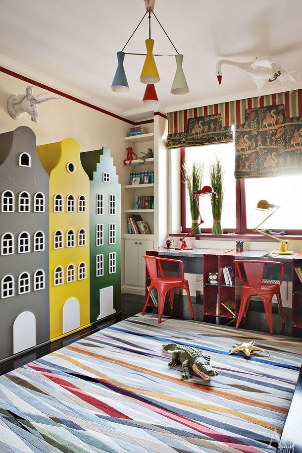 Спальня мальчиков. Шкафы-домики, Kast van een Huis; ковер, The Rug Company; стулья, Tolix; лампы, Jieldé.