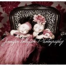I want twin baby girls named flora and violet sothey can have a picture just like this :)