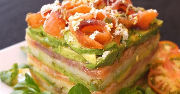 Milhojas de salmón, aguacate y patata   Con esta sencilla y vistosa receta, muy apropiada para el calorcito de los dias de primavera y ...