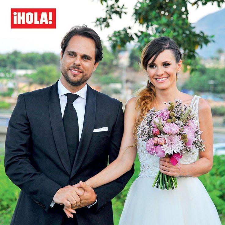 Esta semana, ¡HOLA! entra en exclusiva en la romántica boda de la actriz @ElenBallesteros con Juan Antonio Susarte, su mejor amigo de la infancia. ¡No te pierdas las imágenes de este enlace lleno de magia! 💫  #elenaballesteros #juanantoniosusarte #boda #hola #revistahola #novios