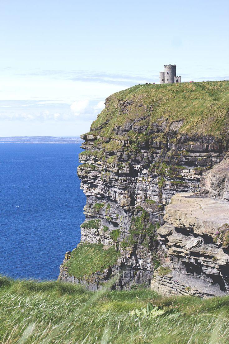 Die Cliffs of Moher (Klippen von Moher) und der O'Brien's Tower -- Irland-Rundreise mit Kerrygold, Bord Bia und Tourism Ireland - von Limerick und Adare bis zu den Cliffs of Moher