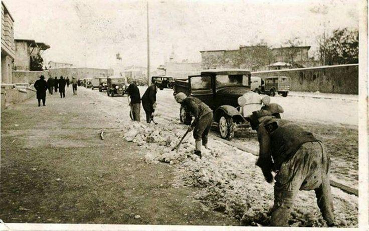 İstasyon caddesi üzerinde kış temizliği