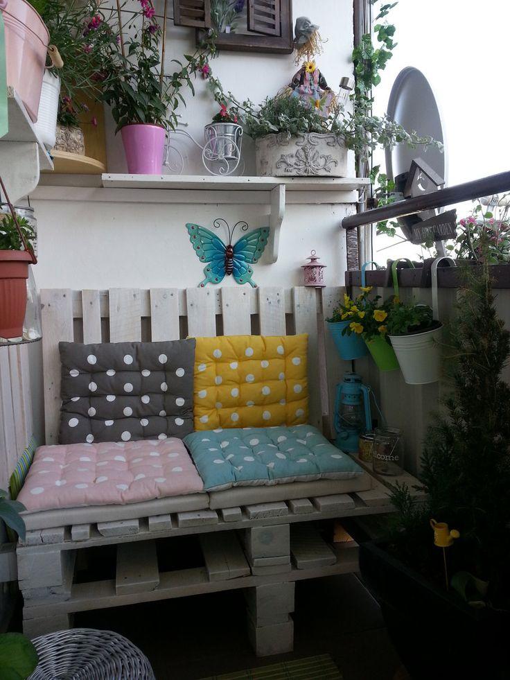 Wnętrza, Balkon w bloku - ukwiecony ! - Nowa zrobiona ławeczka z palet , kwietnik itd.