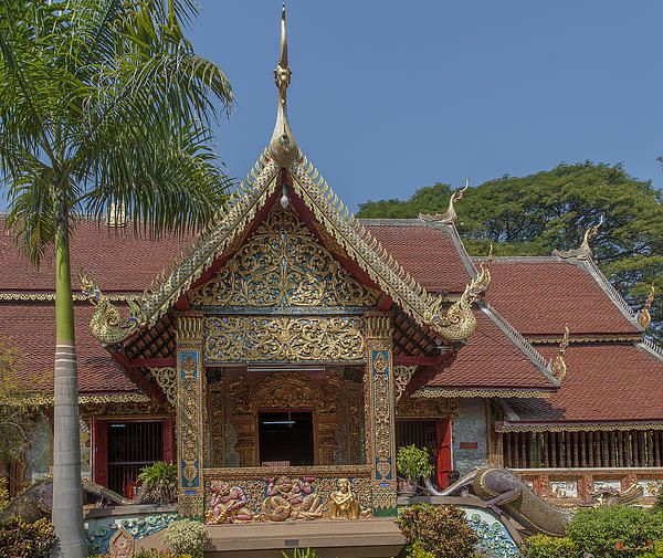 2013 Photograph, Wat Chai Monkol Phra Ubosot Side Entrance, Tambon Chang Khlan, Mueang Chiang Mai District, Chiang Mai Province, Thailand, © 2014.  ภาพถ่าย ๒๕๕๖ วัดชัยมงคล ทางเข้าด้านข้าง พระอุโบสถ ตำบลช้างคลาน เมืองเชียงใหม่ จังหวัดสารภี ประเทศไทย