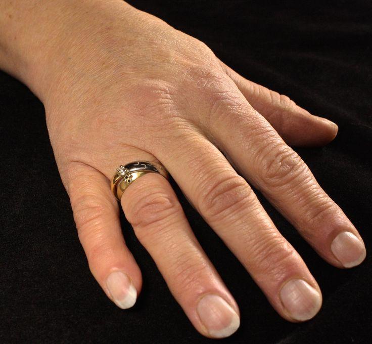 wit-geelgouden damesring met zwarte en witte diamanten