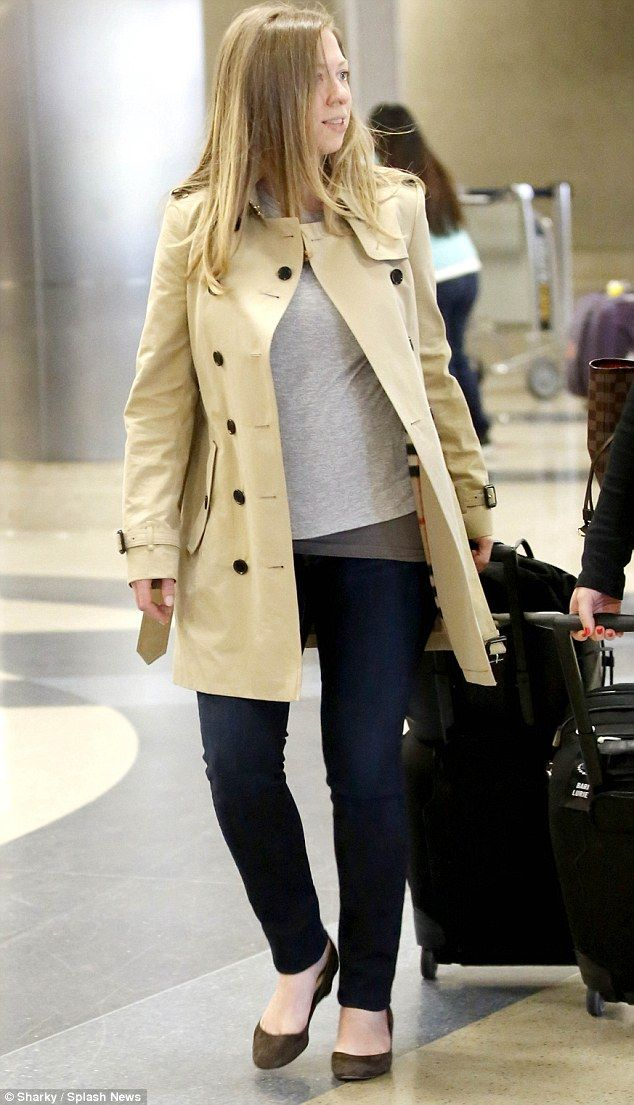 A relaxed and pregnant Chelsea Clinton touched down in Los Angeles this morning after a bi...