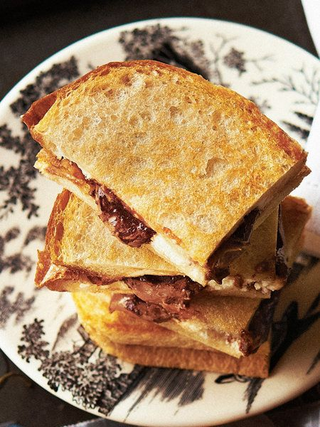 【ELLE a table】チョコレート&リコッタチーズのホットサンドレシピ|エル・オンライン