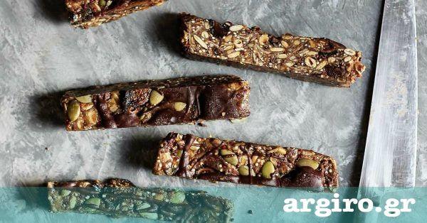 Μπάρες δημητριακών με βρώμη και σοκολάτα χωρίς ψήσιμο από την Αργυρώ Μπαρμπαρίγου | Εύκολο, γρήγορο και υγιεινό σνακ με super foods, που φτιάχνεται σε 3'!