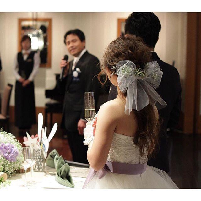 披露宴、#ヘアチェンジ チュールリボンに、かすみ草とスターチスの生花で♡ホワイト×ラベンダーの色合いをヘアアイテムと、ウェディングドレス×サッシュベルト合わして\( ¨̮ )/♡ 一応テーマカラー取り入れて☺ 一目惚れの髪型が出来て幸せ❤ #プレ花嫁#卒業#結婚式#披露宴#結婚式披露宴#入場#ヘアチェンジ#イメージチェンジ#ブライダルヘア#ブライダルヘアメイク#髪型#ユルユル#ゆるふわ#チュール#リボン#チュールリボン#0508wd #2016swd #2016春婚 #5月挙式 #sola組 #ウエディングドレス#トリートドレッシング#モニークルイリエ#サッシュベルト#北野クラブソラ#北野クラブsola#BIGDAY0508KMWD#marry花嫁#marry本
