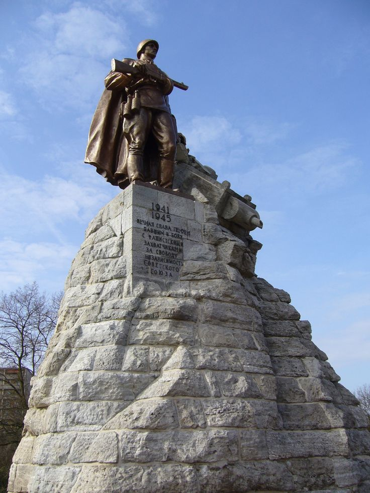 платья известные памятники в россии в честь победы эти люди