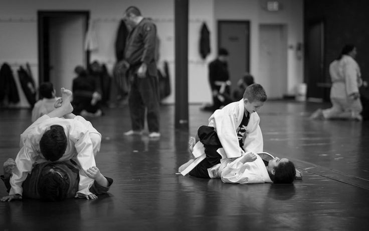 One more photo from #judo class yesterday. Used my favorite camera and lens combo for indoors. #sonya7 and #rokinon85mm f/1.4 at 1.4 #dontneedautofocus #manualfocus  #ipadpro #fitness #motivation #training #fighter #submission #submiteveryone #takedown