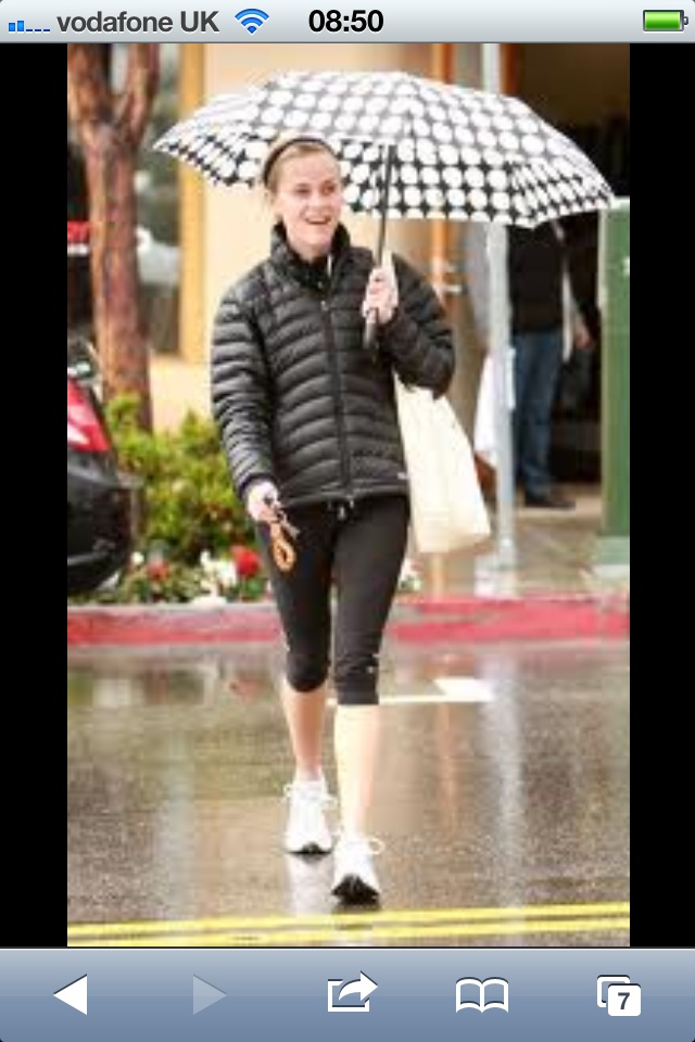 Reese Witherspoon just does it, whatever the weather