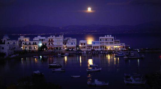 The picturesque port of Piso Livadi at night!  http://blog.aloniparos.com/2013/05/enjoy-piso-livadi.html