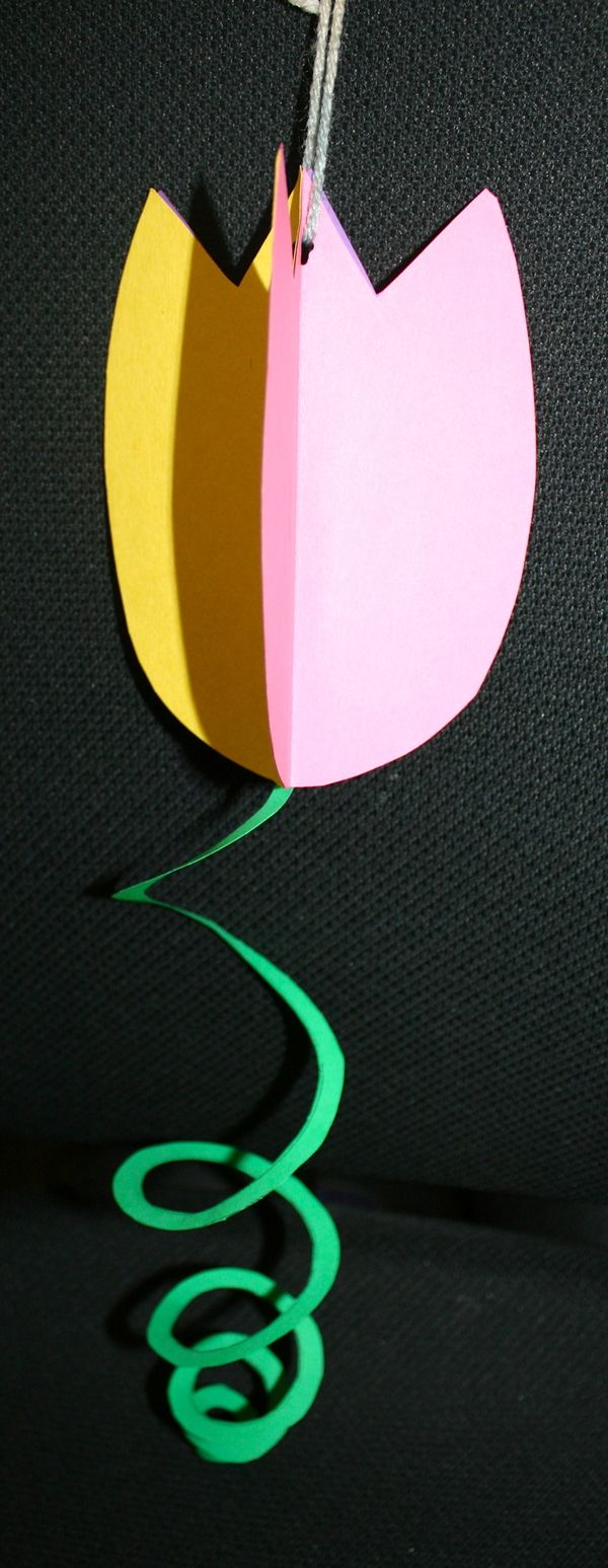 Spiral tulip craftivity - great classroom craft for spring