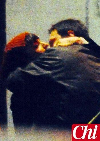 Arisa e Lorenzo tra baci appassionati e un panino al chiosco: le foto - Foto e Gossip by Gossip News