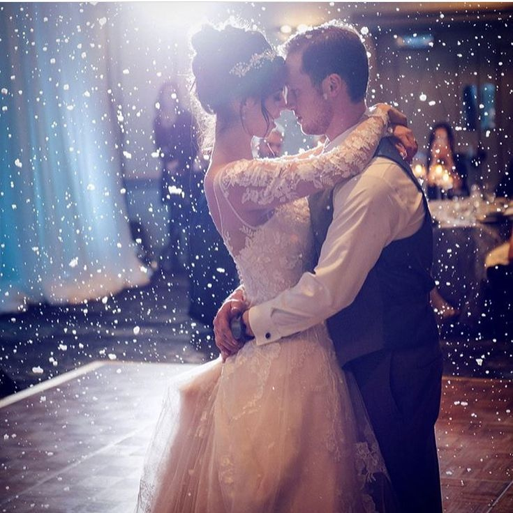 First dance for our couple. Photo: Brad Heninger Photography || Planning/Design: @lynnfletchercsep of @lynnfletcherweddings || Venue: @rimrock_resort #lynnfletcherweddings #lfwloves #winterwedding #itsnowing #snowglobe #firstdance #destinationwedding #banffwedding