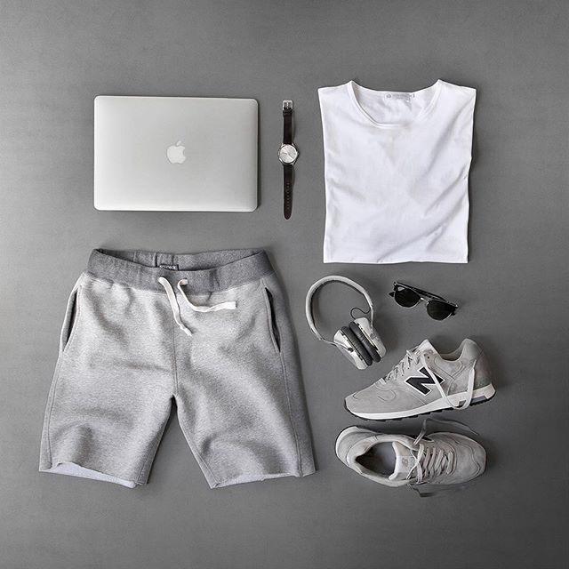 WEBSTA @ thepacman82 - Lazy Sundays ✌️ #MRPORTERontheroadT-Shirt: @mrporterlive @sunspelclothing Shorts:…
