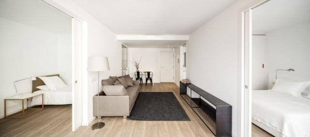 einrichtung modern minimalistisch holz dielenboden helle farbe