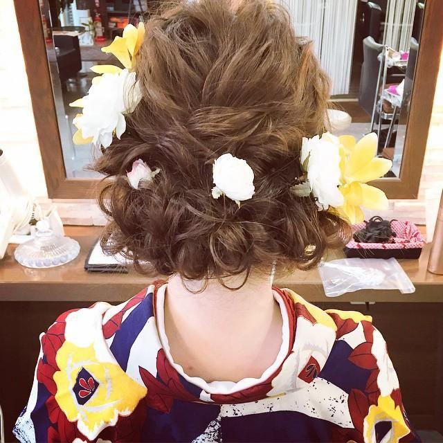 波ウェーブを活かしたルーズで可愛い結婚式お呼ばれヘアアレンジ集♡の16枚目の写真 | マシマロ
