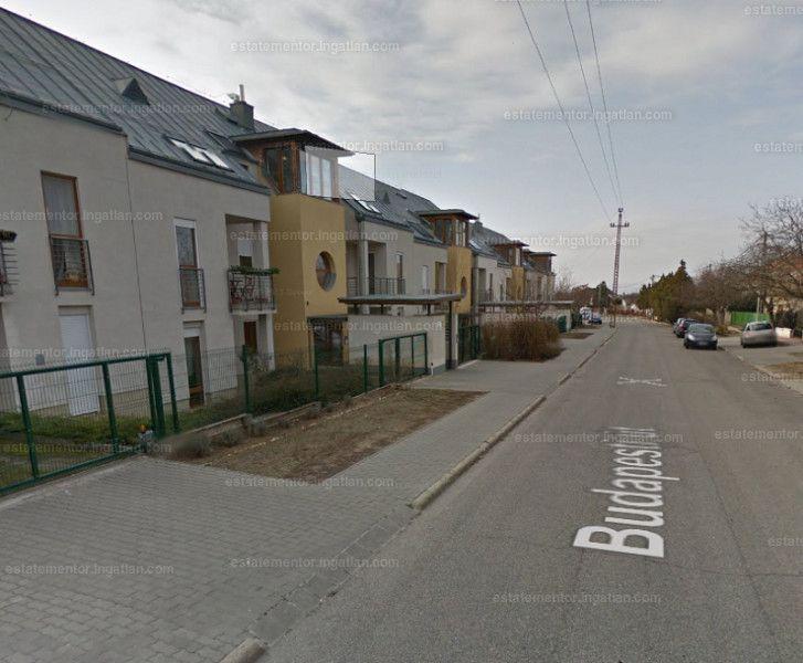 Eladásra kínálunk a XVI. Budapesti úton, kellemes, nyugodt környezetben egy 1+1 szobás, ingatlant, jó állapotban. A sorházakban mindösze négy...