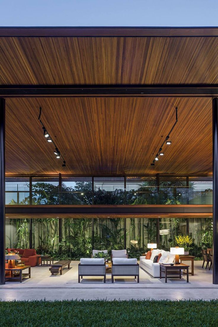 Le séjour de cette belle maison contemporaine située dans les quartiers résidentiels de Sao Paulo