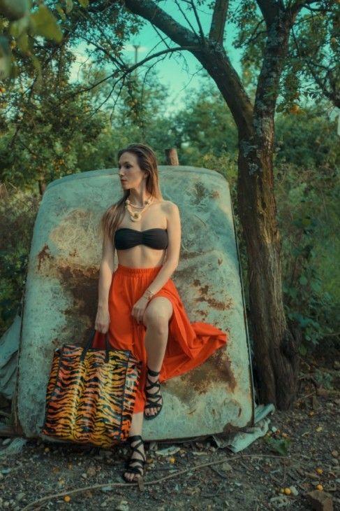 Adela Popescu propune ținuta unei zile de weekend, cu buget redus