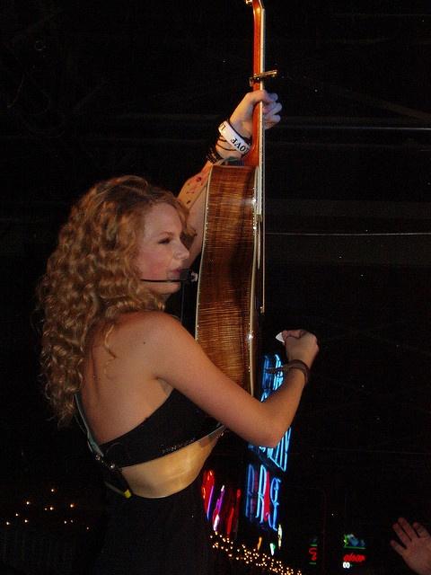 taylor swift concert 10/26/07 @ grizzly rose, denver co
