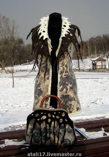 Жилеты ручной работы. Ярмарка Мастеров - ручная работа Жилет с сумкой Айс-кофе-войлок. Handmade.