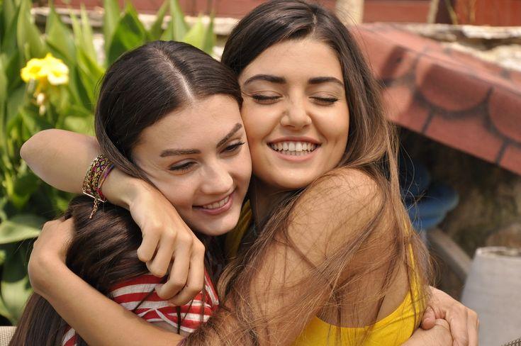 Burcu Özberk & Hande Erçel (Güneşin Kızları)