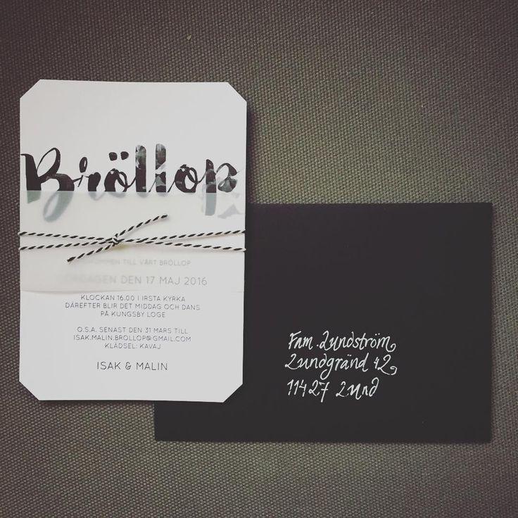 Ett nytt kort - Bröllop. Här med transparent pappersband och svartvitt snöre, klippta hörn tillsammans med svart kuvert. #inbjudningskort #inbjudan #svartvitt #bröllopsinspiration #brollopsinbjudan www.annagorandesign.se