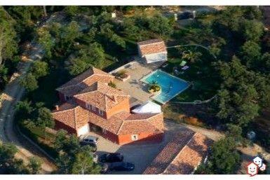 Envie d'une spacieuse et confortable villa dans le Var ? Concrétisez votre projet d'achat immobilier entre particuliers avec cette maison à Besse-sur-Issole. http://www.partenaire-europeen.fr/Actualites/Achat-Vente-entre-particuliers/Immobilier-maisons-a-decouvrir/Maisons-a-vendre-entre-particuliers-en-PACA/Maison-contemporaine-jardin-piscine-garage-motorise-climatisation-ID3345290-20170630 #Villa