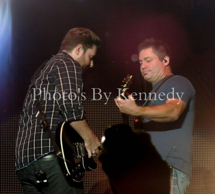 Dierks Bentley S Riser Tour Kevin Collier On Lead Guitar