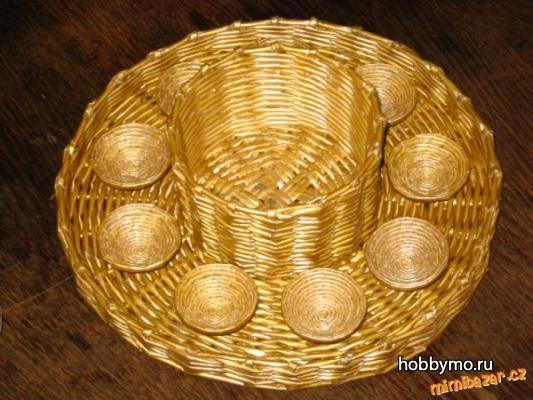 Тарелка для яиц из газетных трубочек