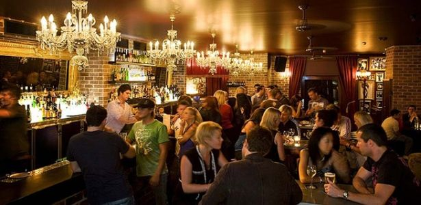 The Fringe Bar is all about fun and great value. The eclectic interior of exposed brick walls, bordello-chic velvet curtains, black & white photos and mirrors attracts an equally mixed clientele, from the after-work crowd to wayward shoppers and blow-ins from further down Oxford Street.